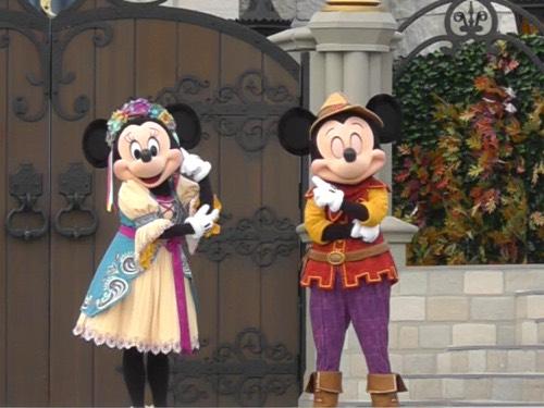Mickey blinks!