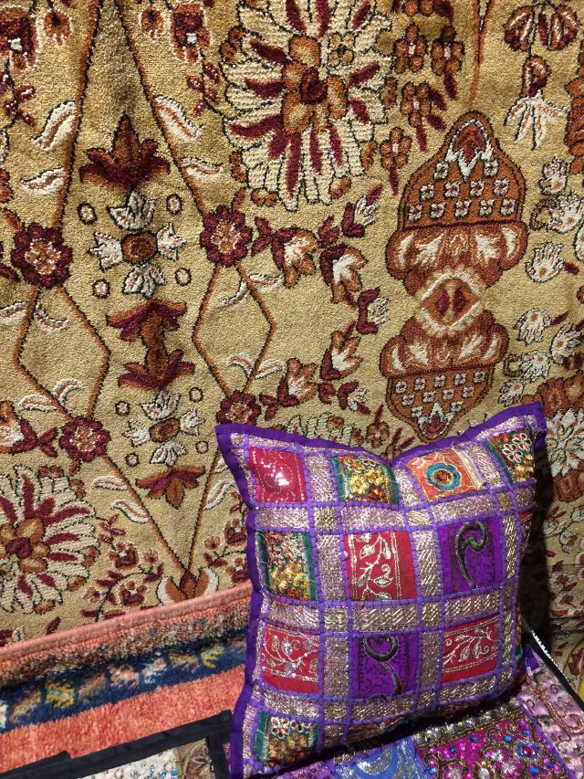 carpet & pillow